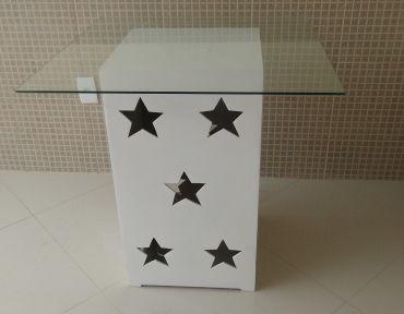Base estrela com tampo de vidro de 80 cm.