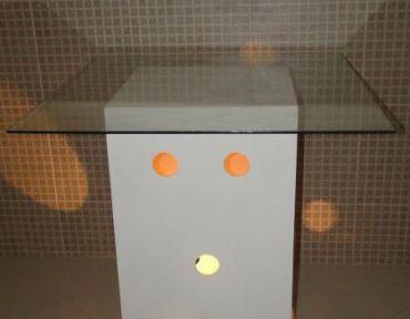 09 Mesa base círculo com iluminação. Tampo de 85 cm.