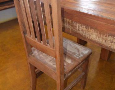 Detalhe de cadeira em demolição.