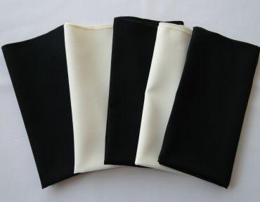Composição de guardanapos. Preto e marfim.