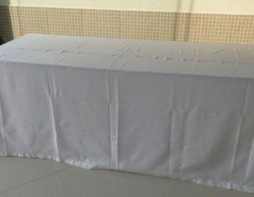 Mesa pranchão 2 x 0,80 m. Necessário uso de toalha.