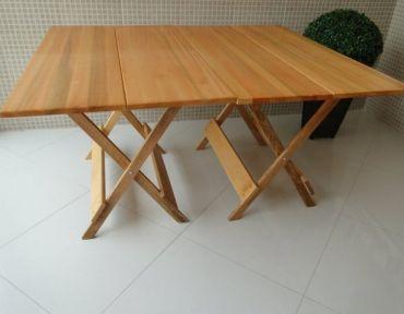 Composição de duas mesas retangulares de apoio. Medida total: 1,40 x 1,40.